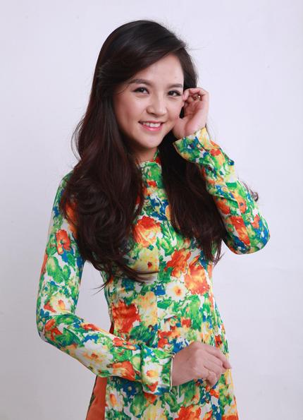 Sau khi tốt nghiệp Đại học Sân khấu Điện ảnh, Thu Quỳnh đầu quân về Nhà hát Tuổi trẻ. Trên phim ảnh, cô gắn với hình tượng dịu dàng qua các tác phẩm truyền hình như