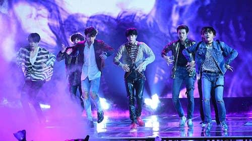 BTS biểu diễn tại Wembley. Ảnh: Evening Standard.
