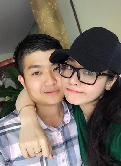 Nhật Kim Anh cho biết ban đầu khi quen biết chồng, gia đình anh kịch liệt phản đối vì định kiến với giới nghệ sĩ. Sau này tiếp xúc thường hơn, bố mẹ chồng mới hiểu được công việc lao động nghệ thuật của cô cũng vất vả, từ đó cảm thông và chấp nhận.