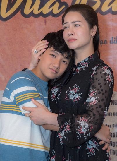 Nhật Kim Anh bên diễn viên nhí Gia Bảo đóng vai con trai cô trong Vua bánh mì.