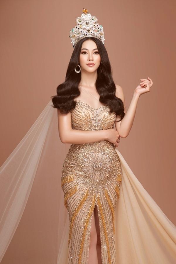 Phương Khánh tái hiện khoảnh khắc đăng quang Miss Earth