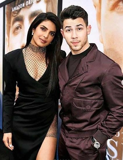 Priyanka có mặt tại buổi công chiếu phim tài liệu Happiness Begin của chồng hôm 4/6. Ảnh: Firmware