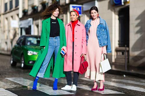 Xu hướng đa màu sắc trong phong cách đường phố ngày nay.
