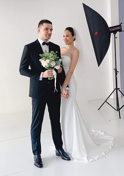 Đôi uyên ương chụp ảnh cưới ở Hà Nội.