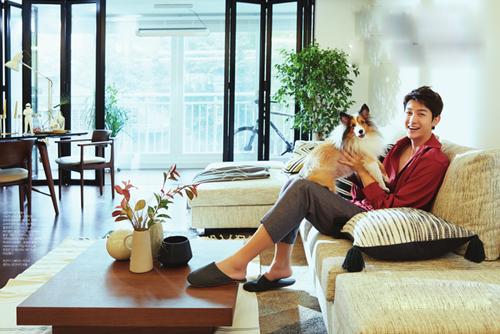 Theo Naver, saoHàn thường ít chia sẻ không gian sống và giá trị nội thất vì e ngại bị bàn tán. Lee Ki Woo là một trong số ít nghệ sĩtiết lộ cuộc sống độc thân trong căn hộ gần 150 m2 vớikhán giả, cảtrên truyền hình lẫn trang cá nhân. Đài tvN từng thực hiện phóng sự về tài tử cao 1,92, khi anh mời những người bạn nước ngoài về nhà chơi. Đa số đều khen anh sống ngăn nắp, bài trí đẹp mắt.