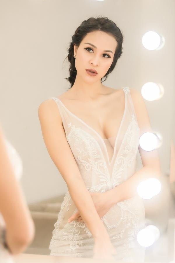 Hôn phu người Ba Lan đưa Phương Mai đi thử váy cưới