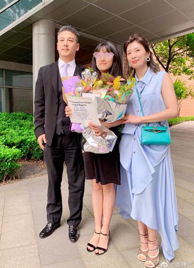 Giả Tịnh Văn, Tôn Chí Hạo mừng con gái tốt nghiệp.