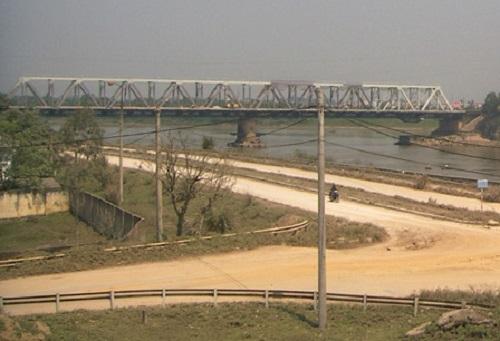 Cầu Hàm Rồng bắc qua sông Mã, năm 2010. Ảnh: Phương Nam, VnExpress.