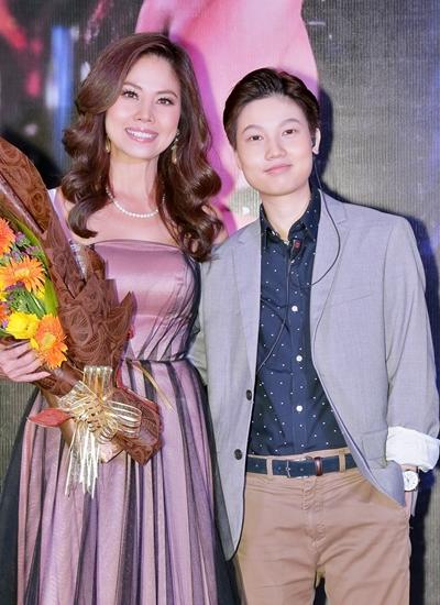 Hồ Lệ Thu bên con gái 23 tuổi Phi Anh.