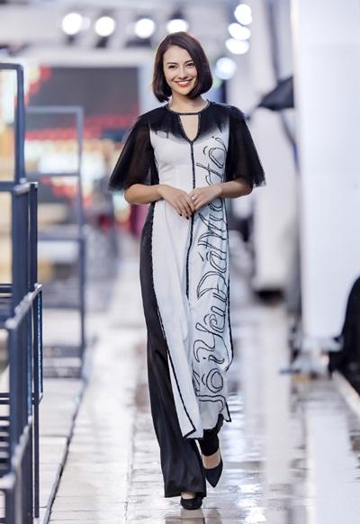 Vào chiều qua (13/6), NTK Hà Duy đã có màn giới thiệu bộ sưu tập áo dài lấy cảm hứng từ Thánh địa Mỹ Sơn trong sự kiện Kunming Fashion Week, do Đài truyền hình Vân Nam tổ chức tại Côn Minh, Trung Quốc. Hà Duy là nhà thiết kế Việt duy nhất tham gia show bên cạnh các nhà thiết kế của nhiều nước như Thái Lan, Campuchia, Lào, Phillippines, Việt Nam, Trung Quốc...