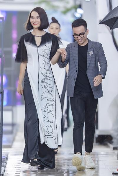 Hà Duy là nhà thiết kế Việt duy nhất tham gia show bên cạnh các nhà thiết kế của nhiều nước như Thái Lan, Campuchia, Lào, Phillippines, Việt Nam, Trung Quốc...