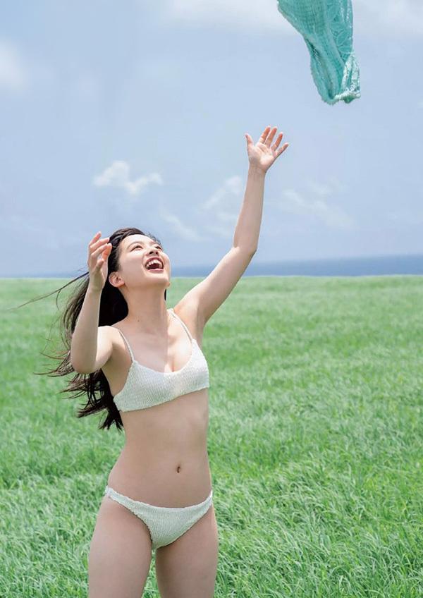 Loạt mỹ nhân Nhật Bản chụp ảnh áo tắm
