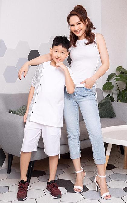Bảo Thanh bên con trai tám tuổi - bé Đức Bảo.