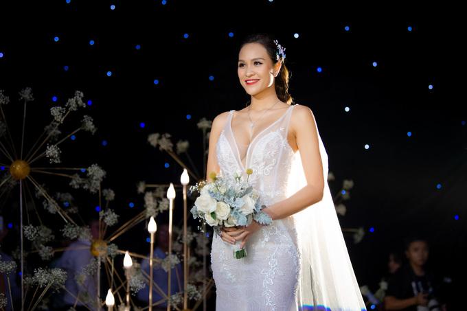 Chồng Tây khóc khi Phương Mai tỏ lòng trong hôn lễ