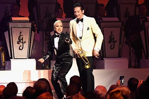 Lady Gaga và Brian Newman biểu diễn tại Las Vegas hôm 15/6. Ảnh: People.
