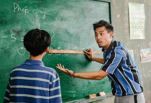 Cảnh nhân vật của Huyme dạy học trên đảo. Ảnh: Nhà sản xuất.
