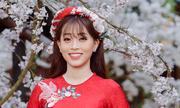 Á hậu Phương Nga diện áo dài thêu hoa sen