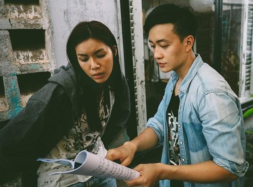 Minh Tú (trái) và Lương Mạnh Hải trên phim trường.