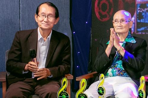 Nhạc sĩ Đài Phương Trang (trái) và Giao Tiên trong buổi giới thiệu
