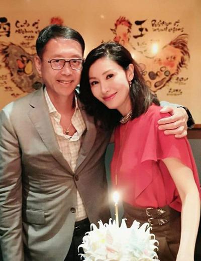 Lý Gia Hân sang tuổi 49 hôm 20/6. Doanh nhânHứa Tấn Hanh mời bạn bè của Gia Hân dự tiệc sinh nhật vợ.