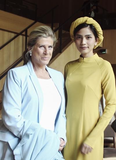 Trương Thị May vừa có chuyến công tác tại Vương Quốc Bỉ. Cô hội ngộ công chúa Bỉ - bà Marie Esméralda - người chủ trì sự kiện.Hồi tháng 10/2018, cô cũngtham dựlễ hội quốc gia của Vương quốc Bỉ và gặp gỡ nhiều thành viên hoàng gia.