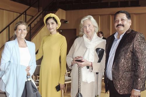Cô dự sự kiện cùng nhà sản xuất phim Ấn Độ Raja Ramani. Ông từng đầu tư một số dự án phim ở Việt Nam, trong đó có phim Sám hối do Bình Minh, Anh Thư đóng chính.