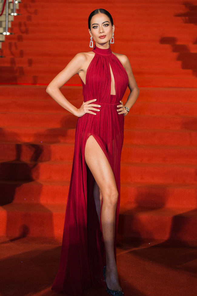 Mai Phương Thúy, Đỗ Mỹ Linh diện váy cắt xẻ trên thảm đỏ