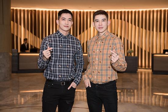 Đồng hành cùng Hoa hậu Hải Dương ở sự kiện này là ca sĩ/diễn viên Võ Cảnh và siêu mẫu/ca sĩ Minh Trung. Cả hai đang là những nghệ sĩ trực thuộc quản lý của công ty HD Media Entertainment. Trong buổi tiệc, Võ Cảnh - Minh Trung được nhận xét như anh em sinh đôi khi diện chiếc áo hàng hiệu Burberry có cùng hoạ tiết.