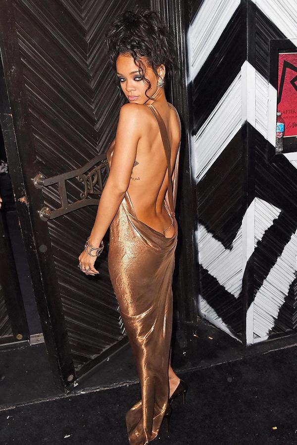 Trang phục hở cơ thể của Rihanna
