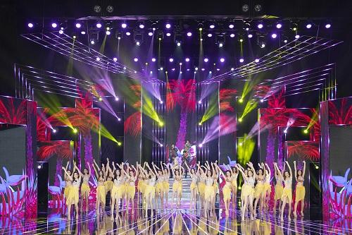 Sân khấu tôn vinh thí sinh chung khảo phía Nam Miss World Vietnam 2019 tôn vinh - 1