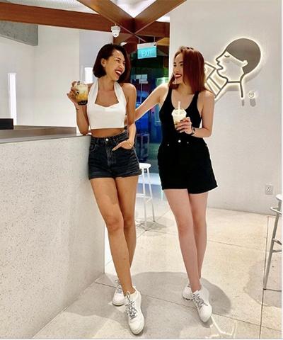 Kỳ Duyên (phải) và Minh Triệu cùng chọn quần short, áo khoét nách.