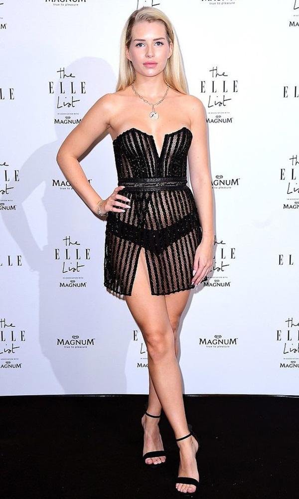 Em gái Kate Moss nghiện mặc đồ hở ngực ở tuổi đôi mươi