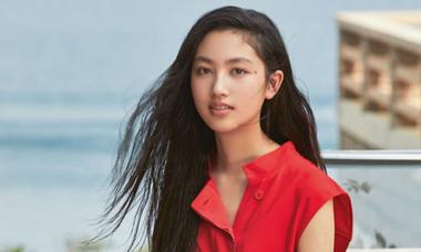 Ái nữ 15 tuổi của 'Trùm phim xã hội đen Hong Kong' làm mẫu