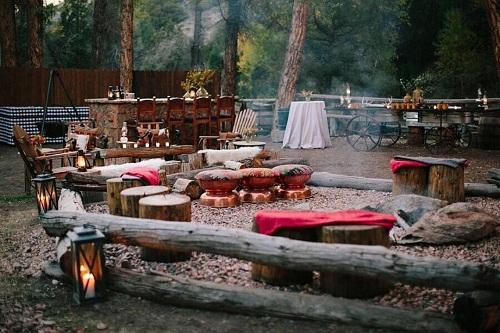 Không gian căm trại bên ngoài căn biệt thự.