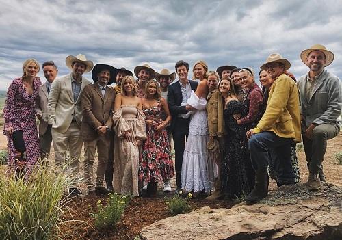 Đám cưới được tổ chức tại khu nghỉ dưỡng năm sao Brush Creek Ranch thuộc bang Wyoming (Mỹ). Buổi tiệc được tổ chức theo chủ đề cao bồi miền Tây, lấy cảm hứng từ bộ phim Brokeback Moutain.