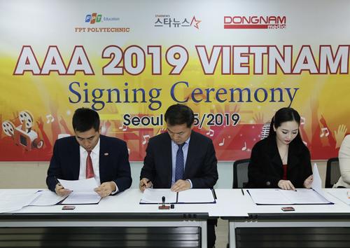 Đại diện Cao đẳng FPT Polytechnic, Đông Nam Media với Công ty Starnews Hàn Quốc tổ chức ký hợp tác tổ chức sự kiện.