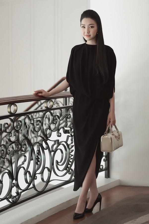 Hoa hậu Thu Thảo, Hà Kiều Anh diện váy đen đi tiệc