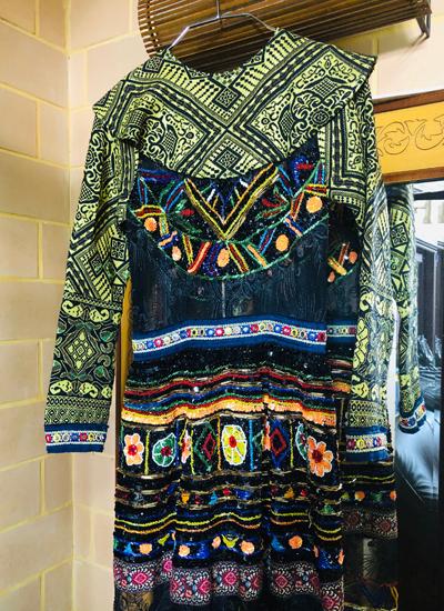 Váy thổ cẩm nằm trong bộ sưu tập của Patrick Phạm.