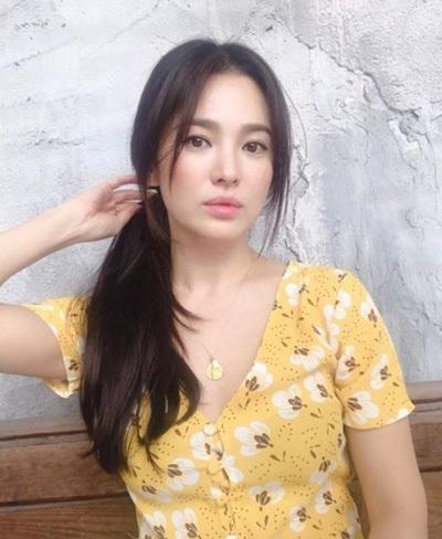 Hình ảnh Song Hye Kyo được một stylish Hàn Quốc đăng trên Instagram hôm 25/6.
