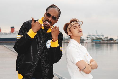 Snoop Dogg và Sơn Tùng M-TP trong một cảnh quay ở đường phố Mỹ.