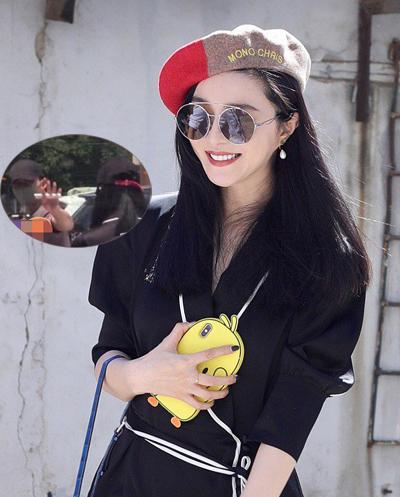 Băng Băng dự sự kiện ngày 30/6. Cùng ngày, cô đi ăn với bạn trai cũ. Ảnh: Sohu.