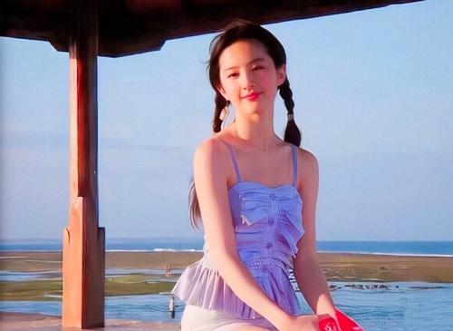 Trên Weibo vàcác diễn đàn, ảnh cũ của Lưu Diệc Phi thường được nhiềufan chia sẻ.