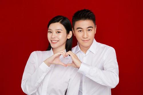 Hề Mộng Dao kết hôn sau hai năm hẹn hò. Ảnh: Weibo.