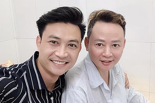 Diễn viên Tiến Lộc (trái) chia sẻ ảnh vào thăm Tùng Dương.