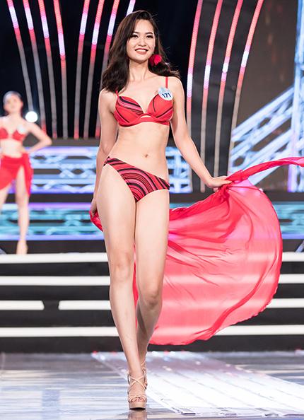 Nông Thuý Hằng sinh năm 1999, đến từ Hà Giang.