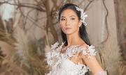 Hoàng Thùy diện váy cưới làm vedette