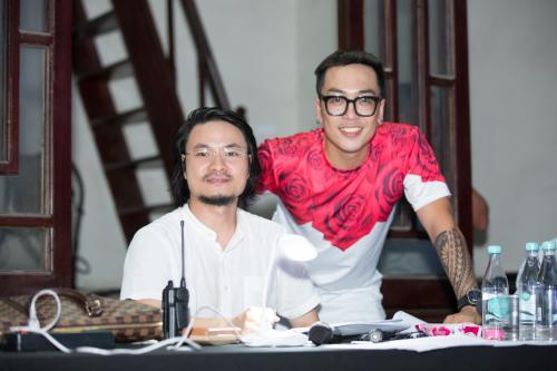 Tổng đạo diễn Hoàng Nhật Nam (trái)và nhạc sĩ Nguyễn Hoàng Duy.