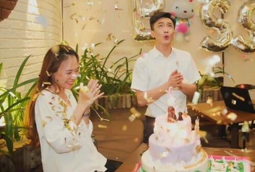 Cường Đôla xuất hiện không báo trước trong tiệc sinh nhật của Đàm Thu Trang cuối tháng 11 năm ngoái.