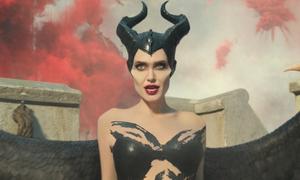 Angelina Jolie diện đồ bó đóng tiên ác trong 'Maleficent 2'