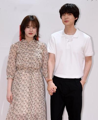 Vợ chồng Goo Hye Sun - Ahn Jae Hyun. Ảnh: